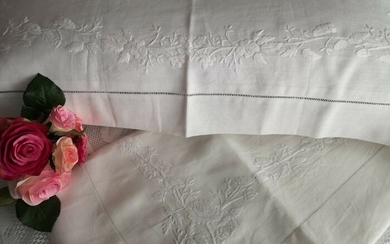 Linen sheet with full stitch embroidery entirely by hand - 265 x 280 cm - Linen - 21st century
