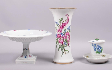 MEISSEN PORCELAIN FOOTED FLORAL CONDIMENT POT AND COVER, ON INTEGRAL STAND, A MEISSEN (OUTSIDE-DECORATED) VASE AND A MEISSEN COMPOTE