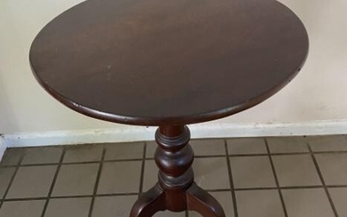 Queen Anne Style Flip Top Side Table. Measures 28