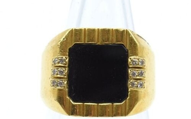 Ring in 18 ct yellow gold set with 12 brilliants...