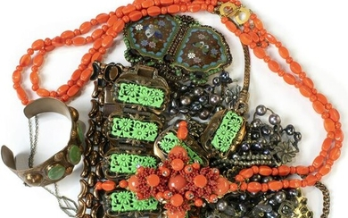 (lot of 10) Assorted fashion jewelry items