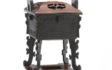 A Chinese patinated bronze incense burner with design supported by four tall legs, marked En Fu Jia Zhi Bao Ding Zhen Yong. Republic. H. 22.5 cm. – Bruun Rasmussen Auctioneers of Fine Art