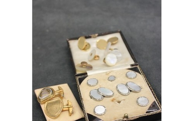 A pair of 18ct gold gent's oval cufflinks, with engine turne...