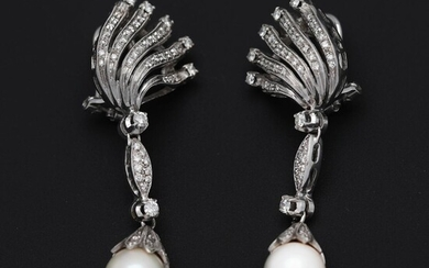 A pair of pearl and diamond ear pendants each set with numerous diamonds and a cultured pearl, mounted in 18k white gold. L. app. 5 cm. (2) – Bruun Rasmussen Auctioneers of Fine Art