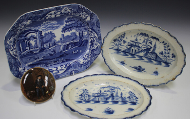 A pair of pearlware oval dishes, late 18th/early 19th century, painted in blue with a chinoiserie la