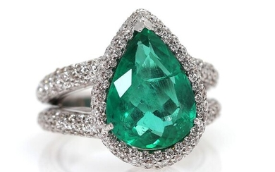 NOT SOLD. An emerald and diamond ring set with an emerald weighing app. 3.98 ct. encircled by numerous diamonds, mounted in 18k white gold. Size 50. – Bruun Rasmussen Auctioneers of Fine Art