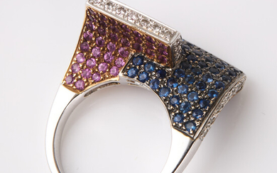 RING, 18 k white gold, decoration of faceted pink and blue sapphires, a total of 3. 04 ct, 34 brilliant-cut diamonds, a total of 0. 41 ct.