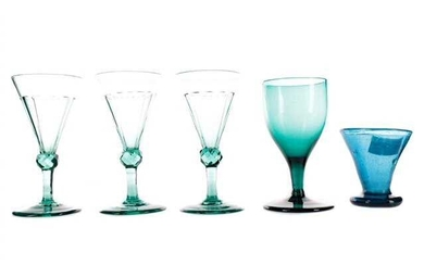 A SET OF THREE EARLY 19TH CENTURY COLOURED WINE GLASSES, ALONG WITH EIGHT OTHER COLOURED GLASSES