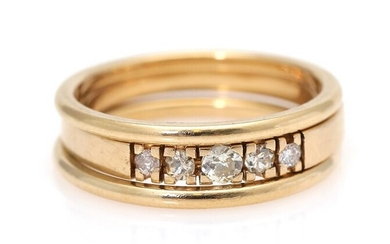 A diamond ring set with five diamonds, mounted in 14k gold and two guards rings of 14k gold. Size 55 and 56. – Bruun Rasmussen Auctioneers of Fine Art