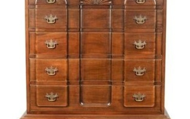 CHIPPENDALE-STYLE BLOCK-FRONT CHEST 20th Century Height