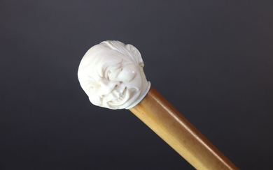 Cane with reed shaft. Ivory knob with a laughing man's face. End. XIX°, early XX°. Height 90,5 cm