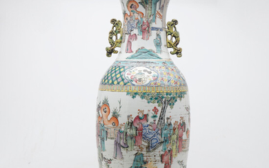 Chinese vase in green family porcelain, late 19th Century.