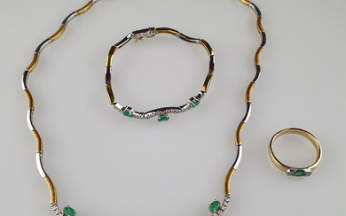 Gold JEWELRY SET with emeralds and diamonds.