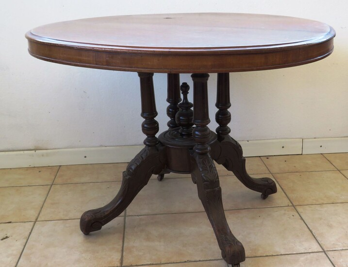 VICTORIAN DINING TABLE OF THE LATE NINETEENTH CENTURY