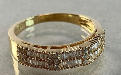 Yellow gold wedding band adorned with 34 baguette-cut diamonds of...