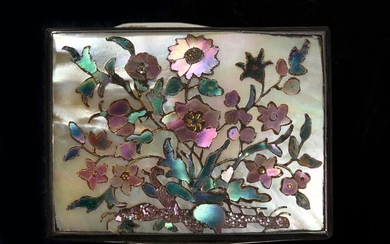 SILVER SNUFFBOX,PARIS, 1743. Rectangular in shape, decorated on each side with a mother-of-pearl plate inlaid with mother-of-pearl marquetry representing bouquets of flowers. Silver cage mount with net decoration. Wear and tear, but good...