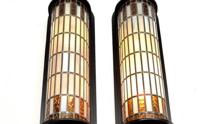 Two stained glass wall lamps (2x) with wooden wall plate,...
