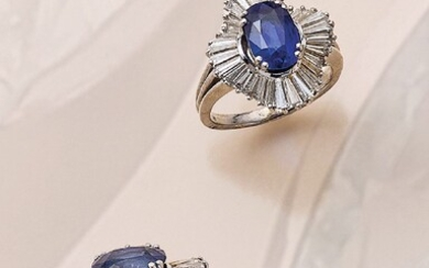 18 kt gold ring with sapphire and diamonds...