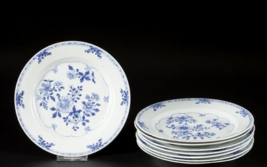 A set of (8) porcelain plates with floral decoration, China, Qianglong.