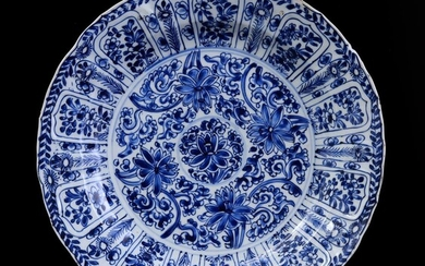 (-), Chinese porcelain dish with blue floral decor...