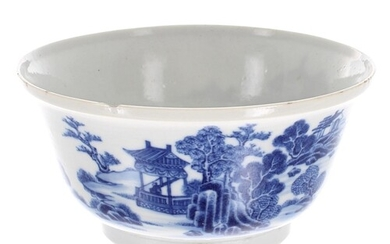 Chinese porcelain blue and white circular bowl, 18th century...