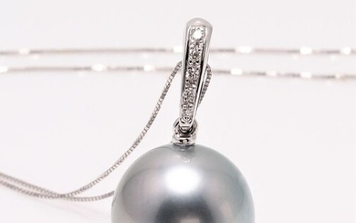 NO RESERVE PRICE - 13x14mm Round Tahitian Pearl - 14 kt. White gold - Necklace with pendant - 0.04 ct
