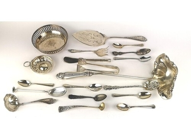 A COLLECTION OF EARLY 20TH CENTURY CONTINENTAL SILVER CUTLER...