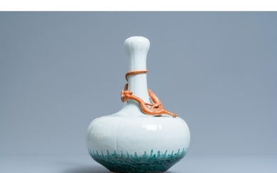 A Chinese white-glazed garlic head vase with an applied drag...