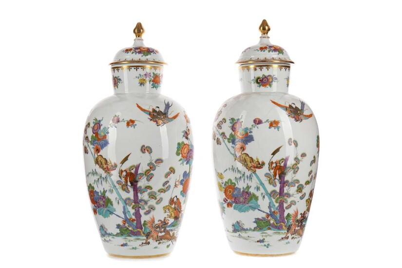 A PAIR OF 20TH CENTURY MEISSEN KAKIEMON VASES AND COVERS