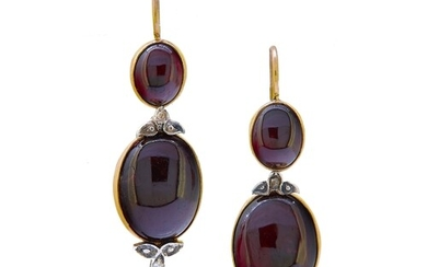 ANTIQUE PAIR OF GARNET AND DIAMOND DROP EARRINGS, the top se...