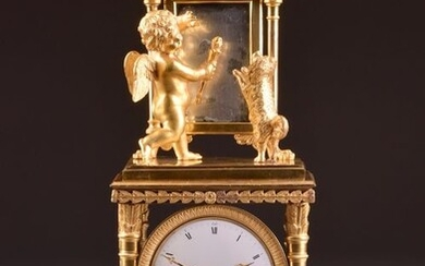 Beautiful French Empire ormolu mantel clock with Cupid in front of a mirror - Gilt bronze - Early 19th century