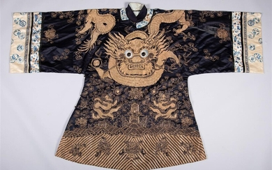CHINESE COUCHED GOLD THREAD EMBROIDERED DEEP BLUE SILK ROBE, QING DYNASTY (LATE 19TH/EARLY 20TH CENTURY)