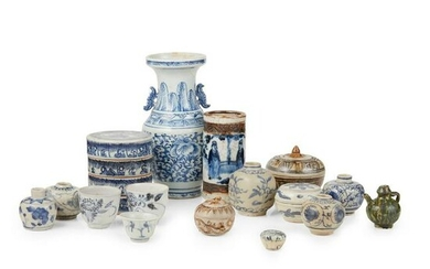 COLLECTION OF THIRTEEN BLUE AND WHITE WARES MING TO