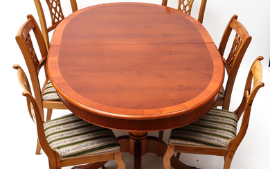 DINING GROUP, 7 parts, yew, English style, 20th century.