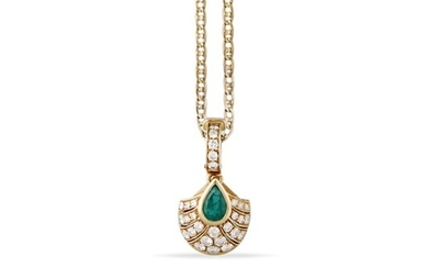 GOLD NECKLACE WITH EMERALD, DIAMOND AND GOLD PENDANT
