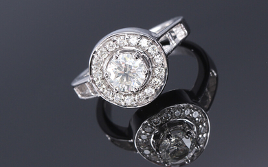 Diamond rosette ring in 9K white gold, in total approx. 1.04 ct