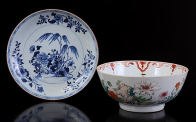 (-), Chinese porcelain dish with floral decoration, 18th...