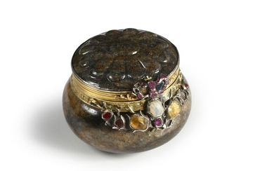 VERMONY TABATIERE, SAXONY, EARLY 18th CENTURY. Of round and domed form, carved in a block of smoky quartz with glitter, hinged lid with a frieze of flowers set with rubies, yellow carnelian, garnets and sapphires, topped by a crown. Wear and tear...