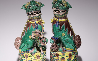 A LARGE PAIR OF CHINESE FAMILLE VERTE FIGURES OF LION DOGS