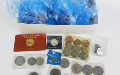 A large collection of coins to include approx thirty five Q...