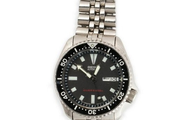 An automatic scuba driver stainless steel wristwatch