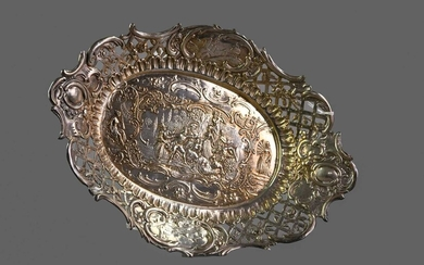 A LATE 19TH CENTURY CONTINENTAL SILVER DISH