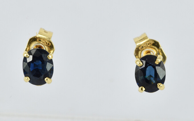 A PAIR OF 18CT GOLD AND BLUE SAPPHIRE STUD EARRINGS