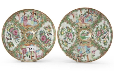 A PAIR OF CHINESE PORCELAIN DISHES. CANTON EARLY 20TH CENTURY.