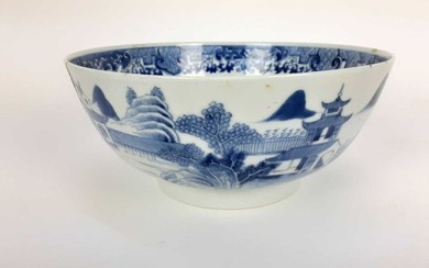 Chinese blue and white export porcelain bowl, late 18th century, painted with landscape scenes...