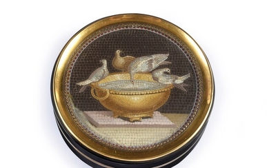 ROUND SQUARE BOX, PARIS, 1819, ATTRIBUTED TO GIACOMO RAFFAELLI (1753-1836). Lid decorated with a micro-mosaic medallion, preserved under a curved glass, representing a dove and three pigeons on a basin. This decoration is a repetition of the Doves...