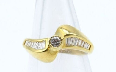 Ring in 18 ct yellow gold set with 1 brilliant...