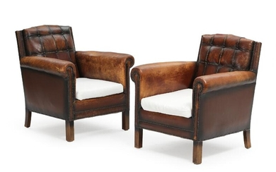 """Unknown furniture design: A pair of """"club"""" chairs with wooden legs, upholstered with leather and light fabric. (2) – Bruun Rasmussen Auctioneers of Fine Art"""
