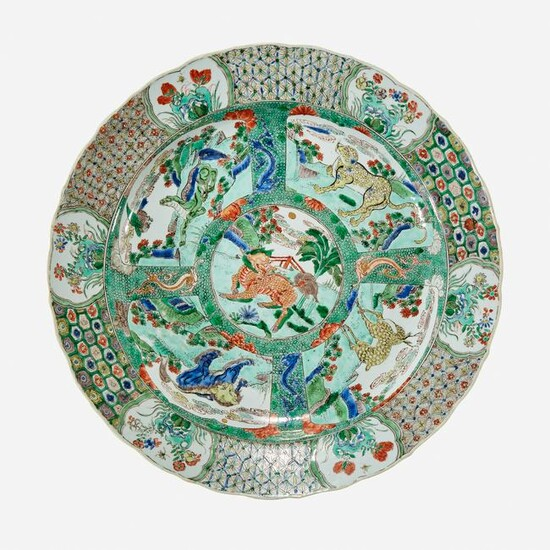 A Chinese famille verte-decorated charger