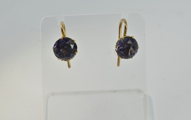 A PAIR OF 9CT GOLD AND AMETHYST EARRINGS